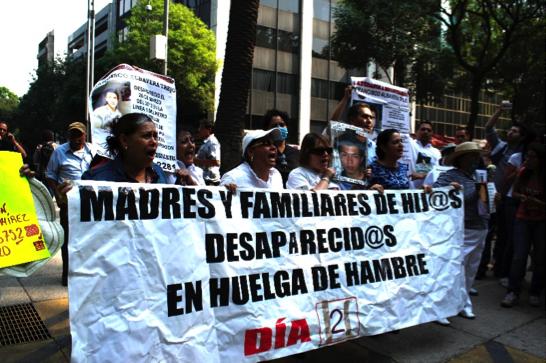Madres huelga de hambre marchas por la Dignidad Nacional, 2013/ Foto: Luisa García