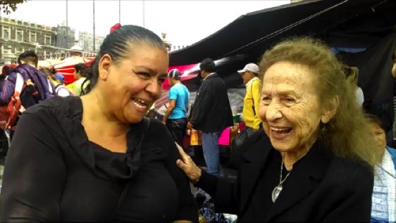 Norma Andrade y Rosario Ibarra de Piedra en el 35 aniversario de la Primera Huelga de Hambre del Comité ¡Eureka!, 2013/Foto: Eduardo Hernández.